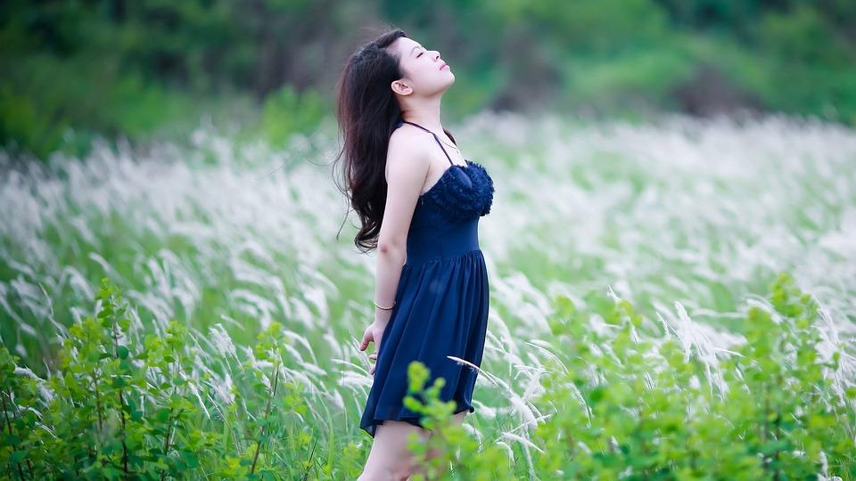 women-2514359_960_720