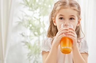 Nyári folyadék bevitel – Dr Steinberger gyerekeknek ajánlott gyümölcsleveivel